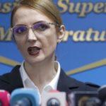 Instanţa controlată de protectoarea infractorilor PSD, Lia Savonea, îi dă liber Elenei Udrea să plece din ţară