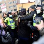 Pandemia Covid-19. Manifestații anti-restricții la Viena și Stockholm