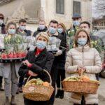 Turcan a dus flori și fructe vârstnicilor din Sibiu