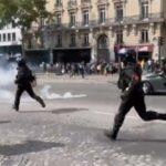 """Franța. Mii de persoane au manifestata faţă de """"dictatura sanitară"""", cu toate că valul patru al pandemiei Covid-19 își arată colții"""